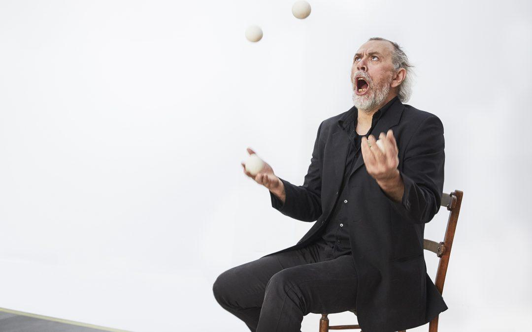 Spectacle Dans la jongle des mots ©Cie Jérôme Thomas
