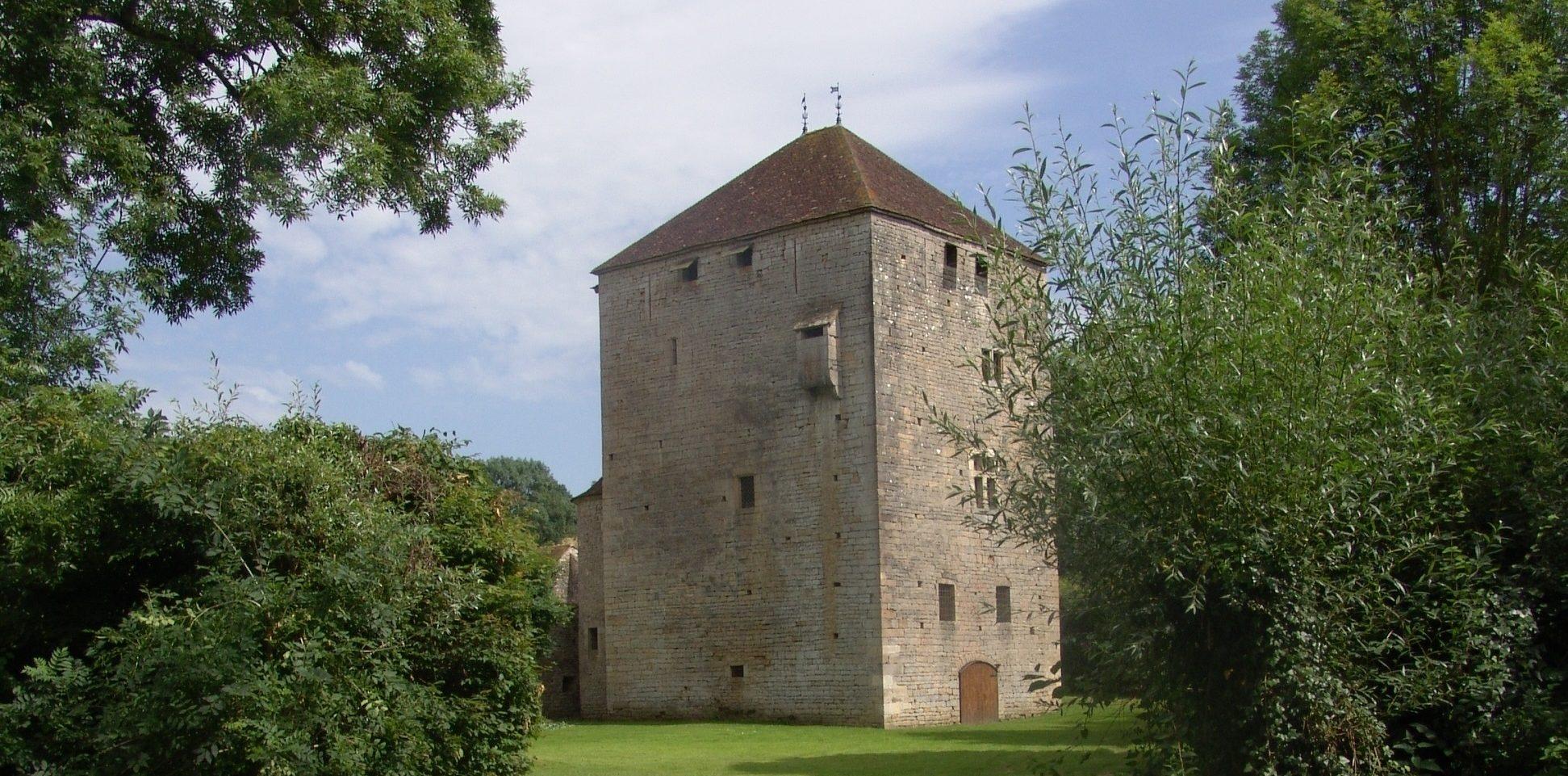 Donjon du château de Soussey-sous-Brionne